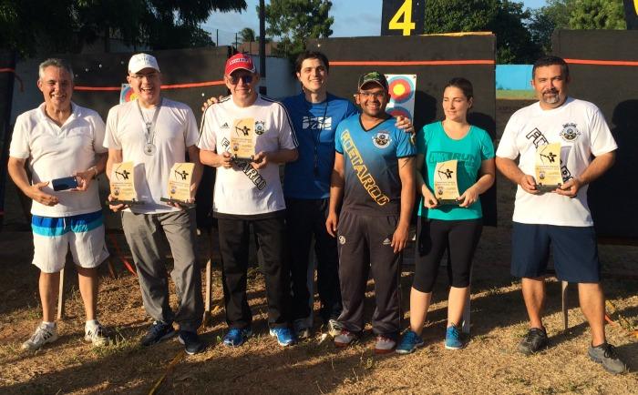 Arqueiros campeões do tiro com arco indoor no Ceará